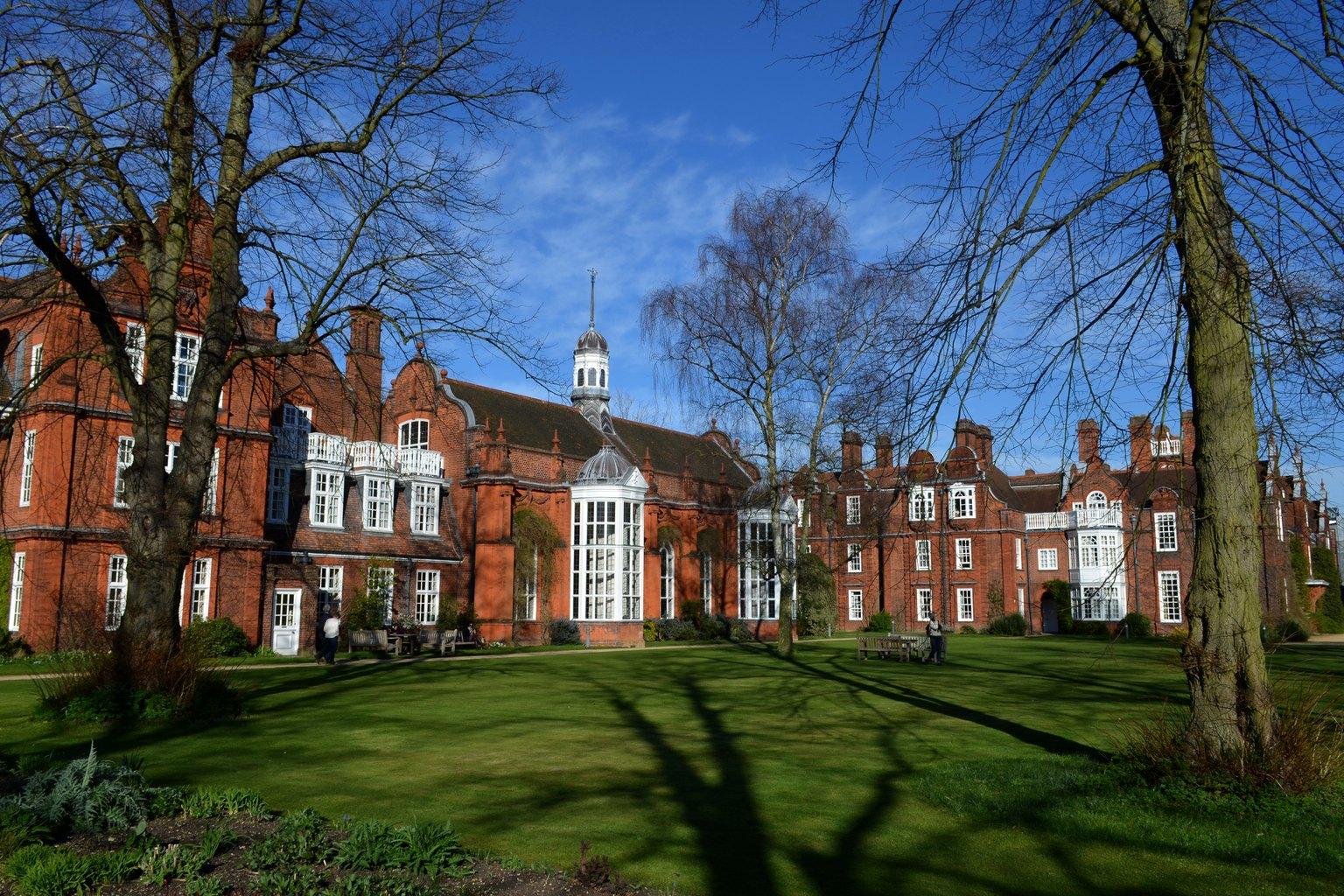Newnham_College_dining_hall Wiki
